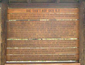 Infotafel zur Holztrift auf der Ilz