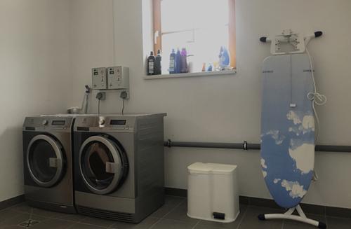 """""""Waschkuchl"""" mit Waschmaschine und Trockner"""